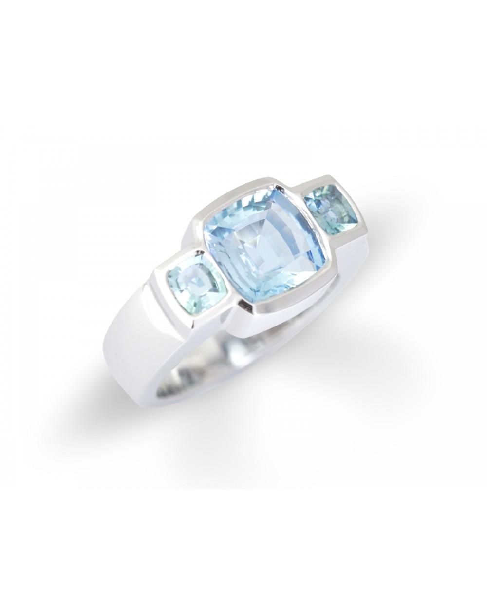 Ring 3 aquamarines
